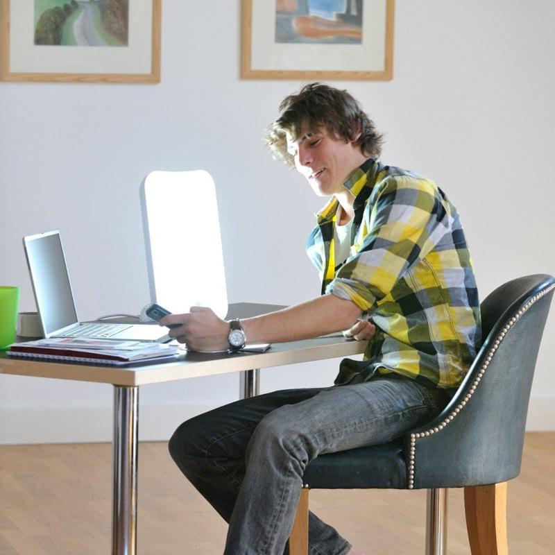 Vous cherchez la lampe de luminothérapie idéale ? N'hésitez pas à consulter notre sélection des meilleurs modèles correspondant à vos besoins !