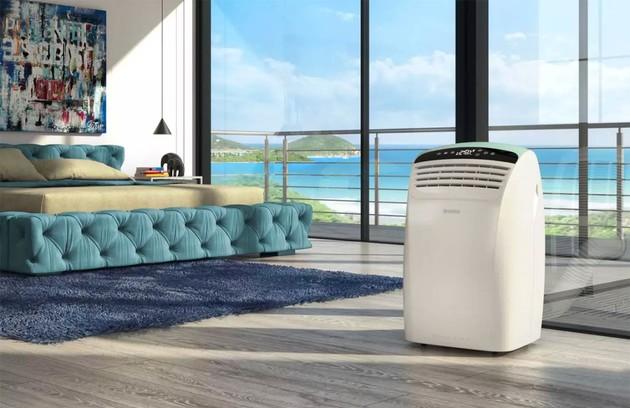 Climatiseur mobile sans évacuation dans un salon.
