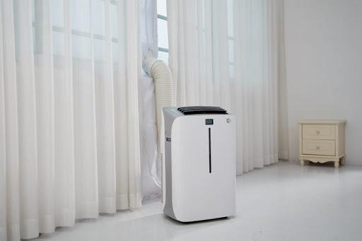 Climatiseur mobile 9 000 BTU dans un salon