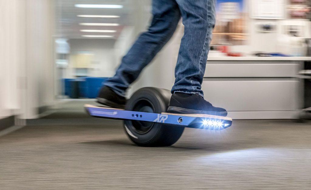 skateboard électrique une roue à l'intérieur